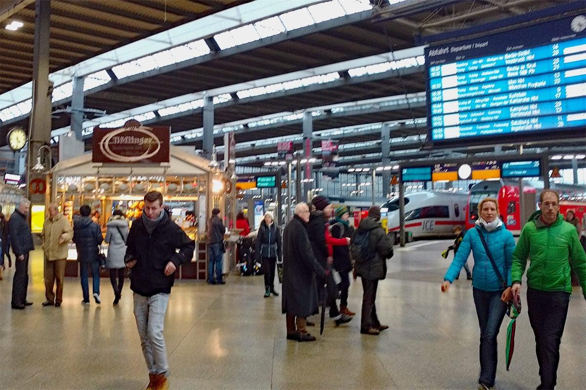 Bahnhof - Anfang und Ziel vieler Reisen