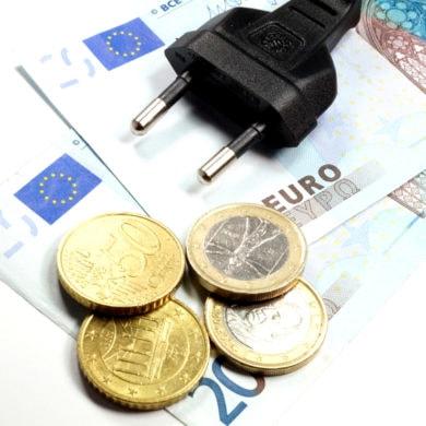 Stromsparen mit effizienten Elektrogeräten und günstigen Stromtarifen