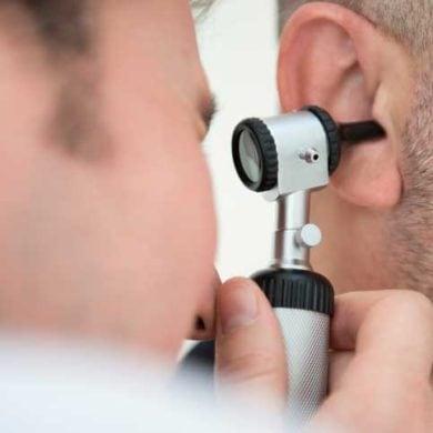 Mit richtiger Ohrenpflege Gehörverlust vermeiden © istock.com/mumininan
