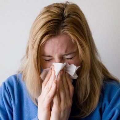 MIt Schnupfen fängt eine Erkältung meistens an