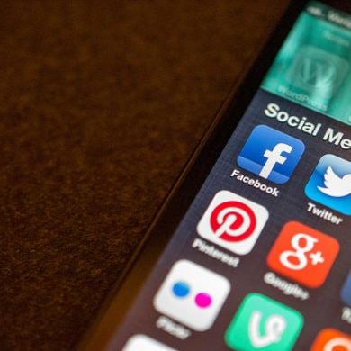 Unter den sozialen Netzen ist Facebook immer noch der Platzhirsch Foto: Flickr Social Media apps Jason Howie