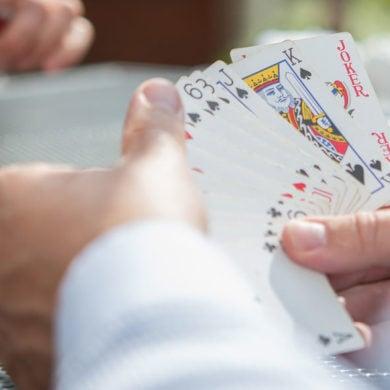 Warum nicht im Alter spielend das Gedächtnis schulen? Mit Spielen. Spielen trainiert das Gehirn und macht Spaß