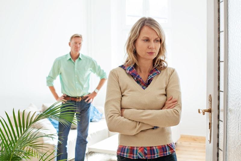 Was tun nach einer Trennung? Was passiert mit der gemeinsamen Wohnung? Foto: istock.com/alvarez